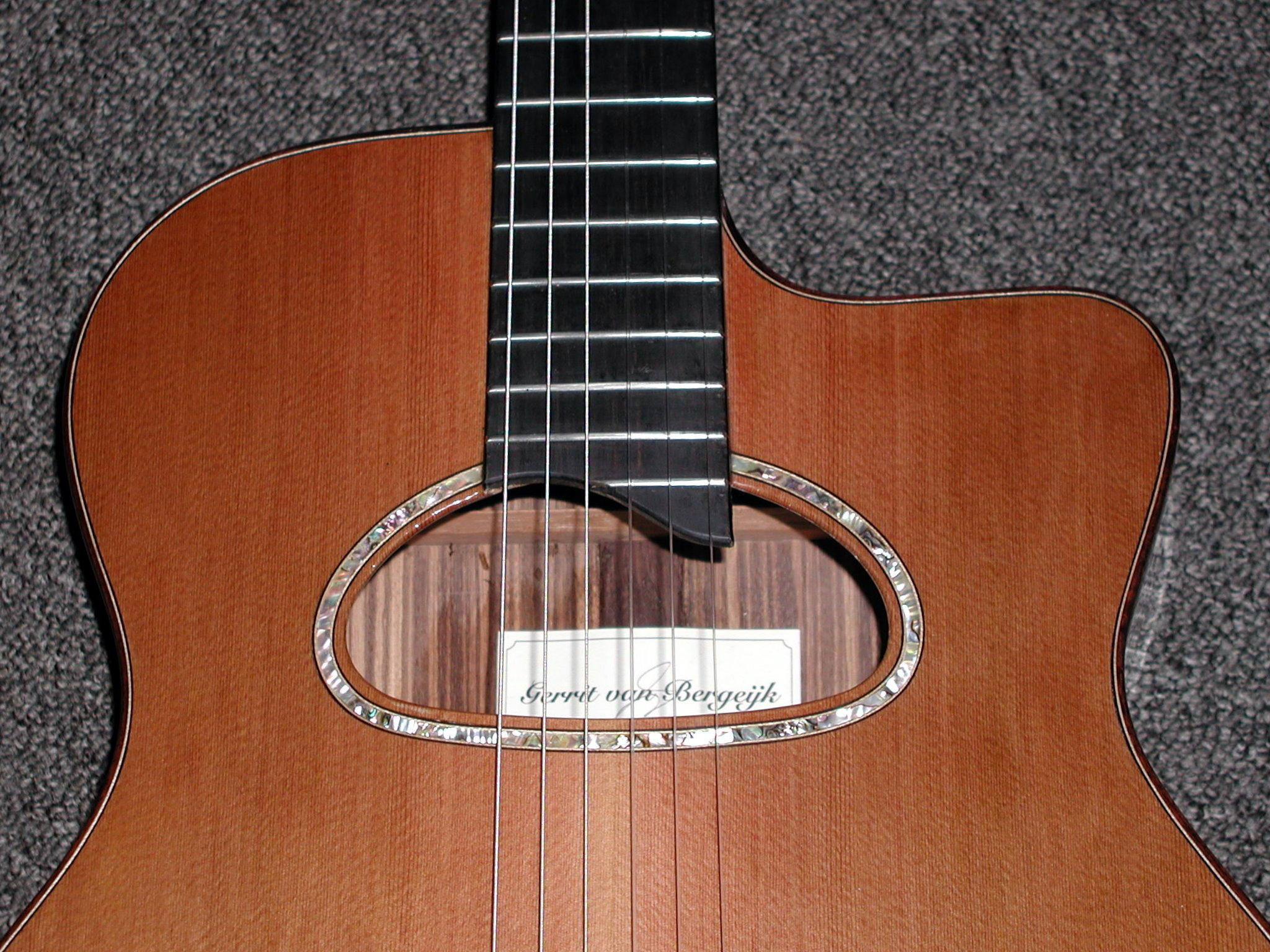 Soundhole inlay is abalone